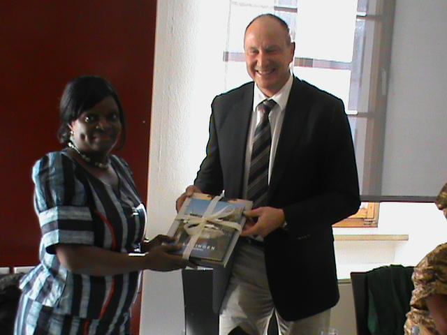 Lauingen/Lagos - Agenda 21-Partnerschaft: Bürgermeister Schenk und Direktorin Phillip im Rathaus